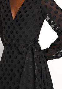 Guess - BERTHA - Długa sukienka - jet black - 7