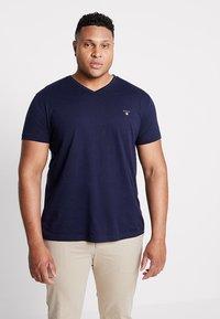 GANT - THE ORIGINAL SLIM V NECK  - T-shirt print - evining blue - 0
