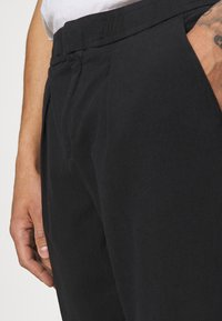 Redefined Rebel - JOHNNY PANTS - Trousers - black - 4