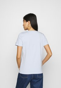 Tommy Hilfiger - REGULAR HILFIGER TEE  - Basic T-shirt - blue - 2