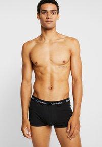 Calvin Klein Underwear - LOW RISE TRUNK 3 PACK - Onderbroeken - black - 1