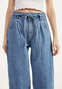Bershka - Jeansy Relaxed Fit - blue denim - 3