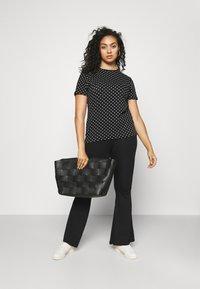 Lauren Ralph Lauren Woman - ALLI SHORT SLEEVE - T-shirt con stampa - black/white - 1