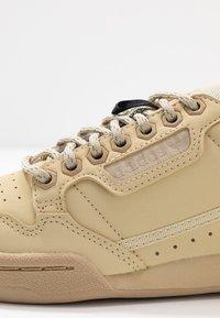 adidas Originals - CONTINENTAL 80 - Sneakers - savanne/solar red - 5