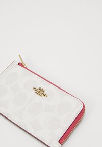 Coach - COATED SIGNATURE SMALL ZIP CARD CASE - Wallet - chalk/confetti pink - 3