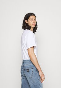 Calvin Klein Jeans - DAD - Relaxed fit -farkut - denim medium - 3