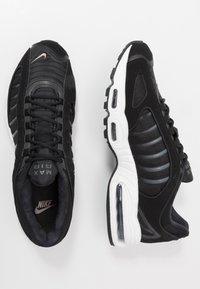 Nike Sportswear - AIR MAX TAILWIND IV - Baskets basses - black/khaki/iron grey/white - 1