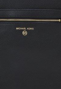 MICHAEL Michael Kors - JET SET CHARM FLAT XBODY - Across body bag - black - 5