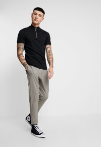Only & Sons - ONSLINUS CHECK PANT - Trousers - chinchilla - 1