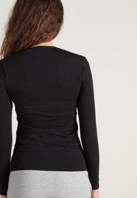 Tezenis - MIT V-AUSSCHNITT AUS STRETCH-BAUMWOLLE - Long sleeved top - nero - 1
