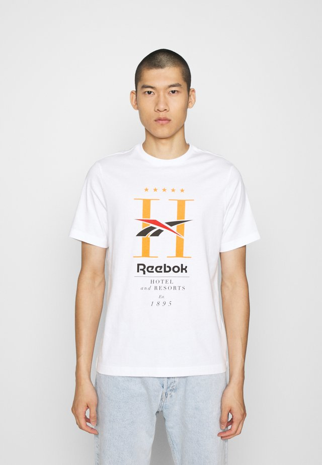 HOTEL TEE - T-Shirt print - white
