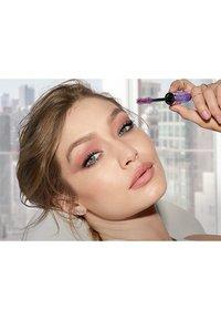 Maybelline New York - FALSIES LASH LIFT - Mascara - brown - 4
