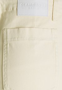 Glamorous - WIDE LEG WITH RAW HEM - Jeans Relaxed Fit - ecru - 2