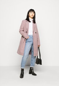 Vero Moda Petite - VMRAMBLA CALA  - Zimní kabát - toadstool - 1