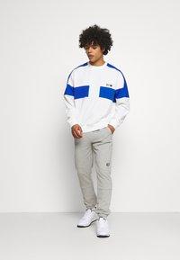 Nike Sportswear - REISSUE FAIRLEAD CREW - Sweatshirt - sail/game royal - 1