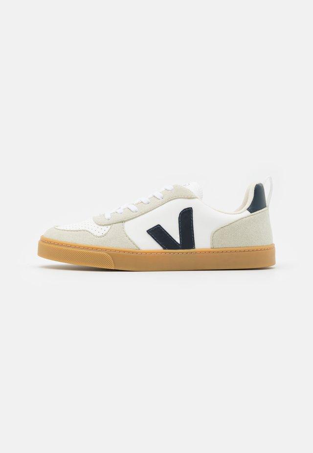 SMALL V10 LACES UNISEX - Sneakers laag - white/nautico