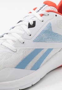 Reebok - RUNNER 4.0 - Zapatillas de running neutras - white/vivid orange/blue - 5