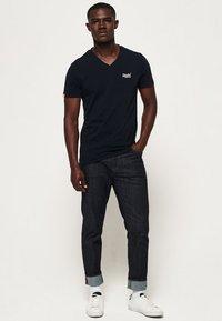 Superdry - VINTAGE  - Basic T-shirt - dunkel marineblau - 1