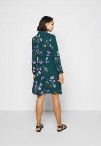 Vero Moda Petite - VMANNIE DRESS - Košilové šaty - ponderosa pine/hallie - 2