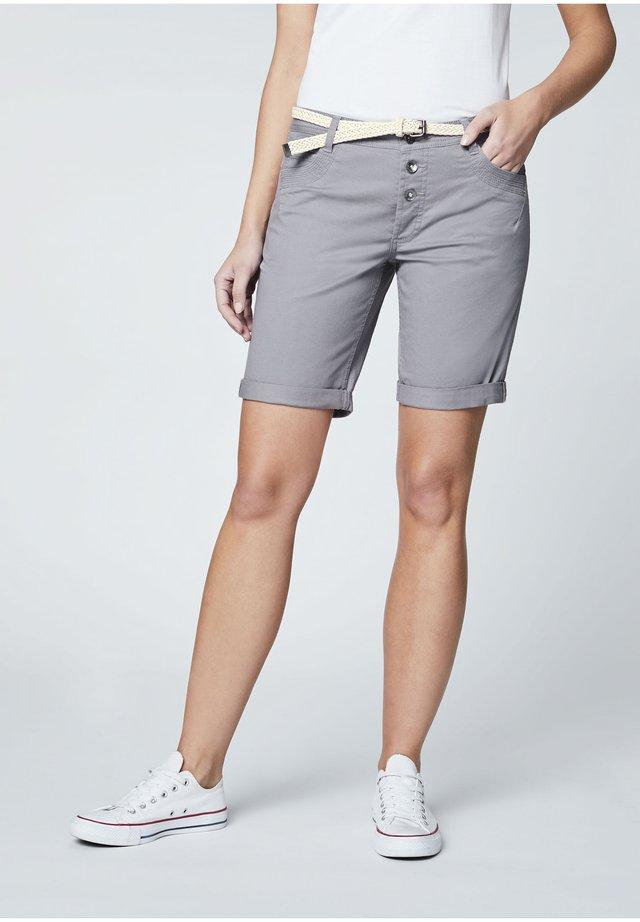 MIT GÜRTEL - Shorts - frost gray
