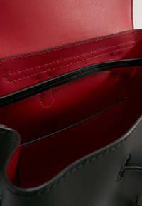 Lauren Ralph Lauren - SUPER SMOOTH FLAP - Rucksack - black/crimson - 4
