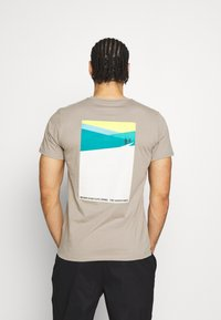 The North Face - FOUNDATION GRAPHIC TEE - T-shirt print - mineral grey - 2
