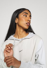 Nike Sportswear - HOODIE - Sudadera - light bone - 3