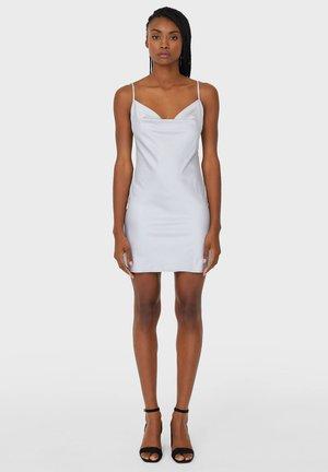KURZES SATIN - Denní šaty - grey