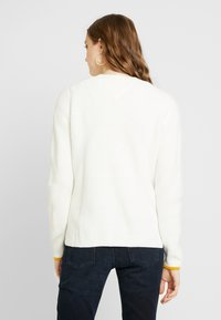 Tommy Jeans - SIDE SLIT CREW - Pullover - snow white - 2