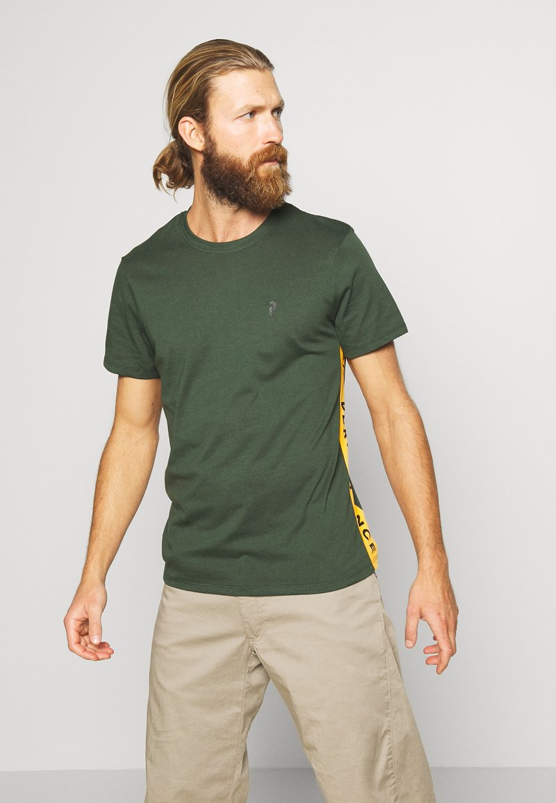 Peak Performance - RIDER TEE - Print T-shirt - drift green