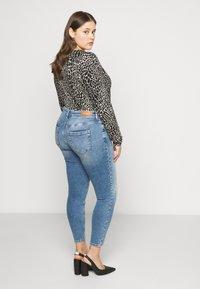 ONLY Carmakoma - CARWILLY  LIFE  - Jeans Skinny Fit - light-blue denim - 2