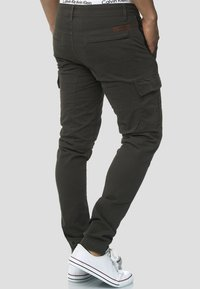 INDICODE JEANS - Cargo trousers - anthracite - 2