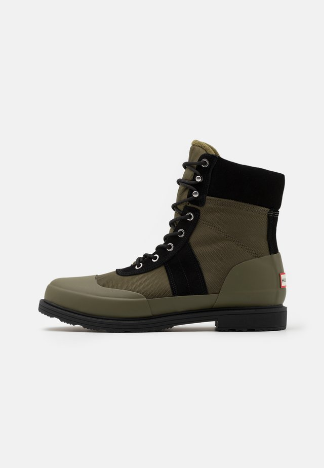 MENS ORIGINAL INSULATED COMMANDO BOOTS - Nauhalliset nilkkurit - black/olive