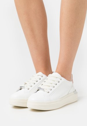 FUSE LACE UP TRAINER - Trainers - white