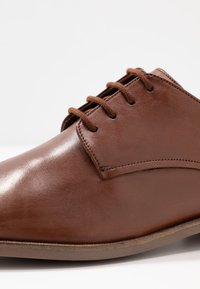 Clarks - STANFORD WALK - Smart lace-ups - tan - 5