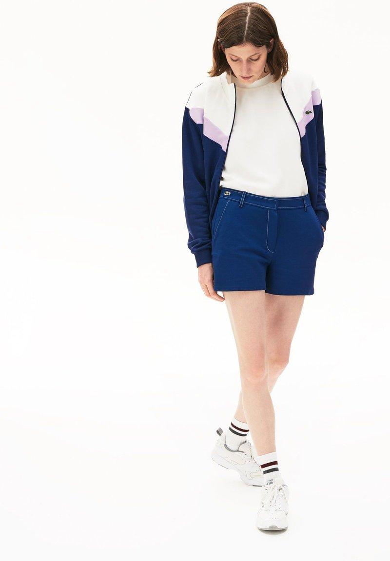 Lacoste - Shorts - bleu marine / blanc