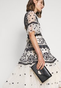 Needle & Thread - MIDSUMMER DRESS - Vestido de cóctel - champagne/black - 4