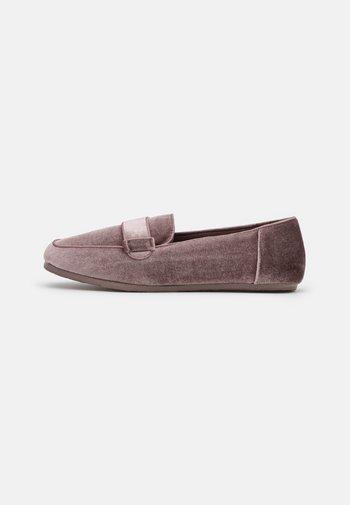 Slippers - dark pink