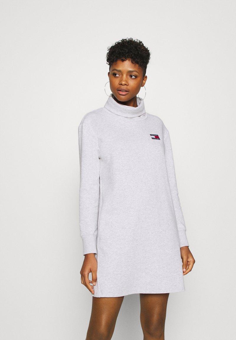 Tommy Jeans - BADGE MOCK NECK DRESS - Day dress - silver grey