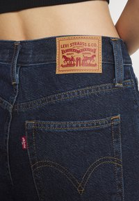 Levi's® - HIGH WAISTED MOM JEAN - Jeans Tapered Fit - ocean - 5