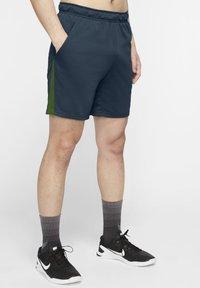 Nike Performance - SHORT TRAIN - Korte sportsbukser - deep ocean/forest green/black - 3