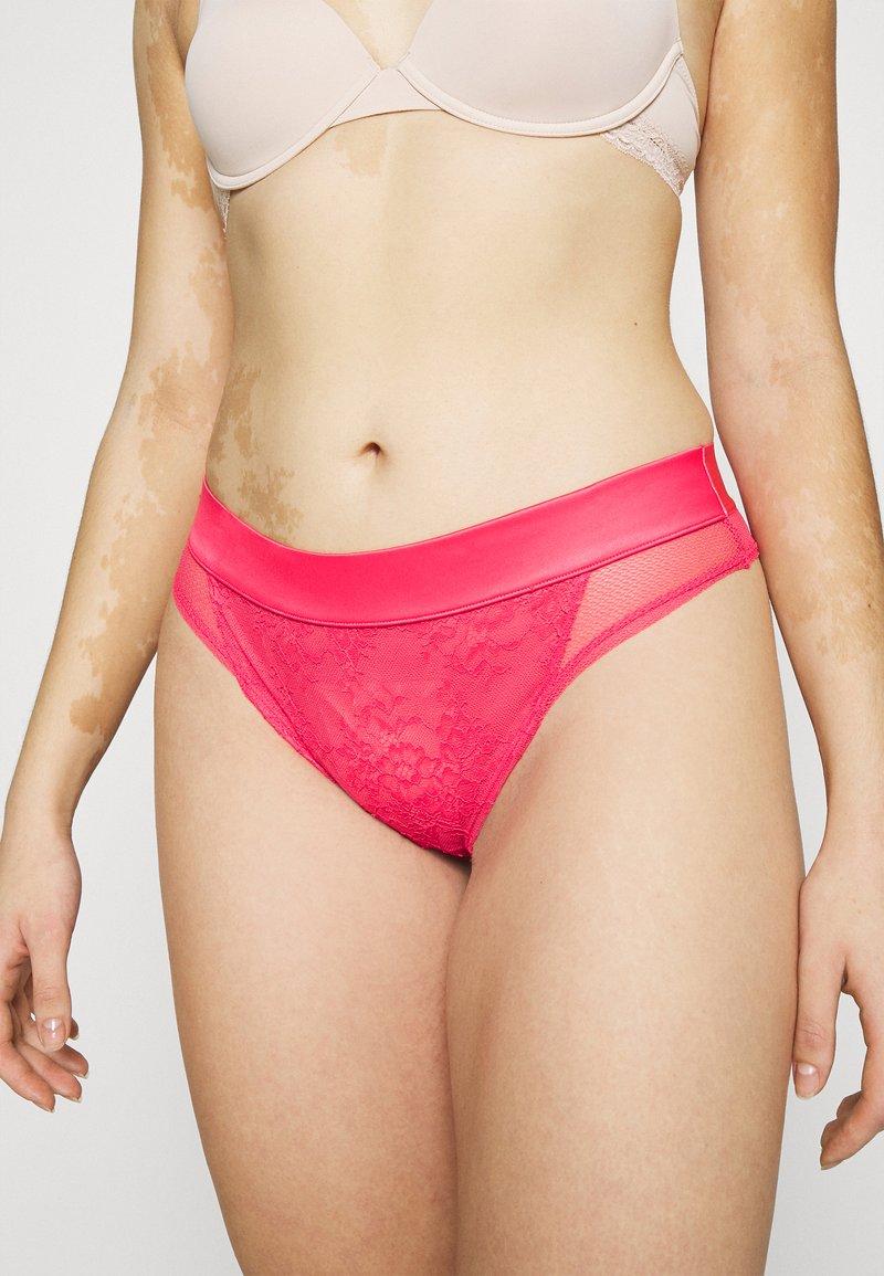 Hunkemöller - NADA BRASILIAN - Underbukse - rouge red