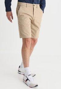 Lyle & Scott - Shorts - sand - 0
