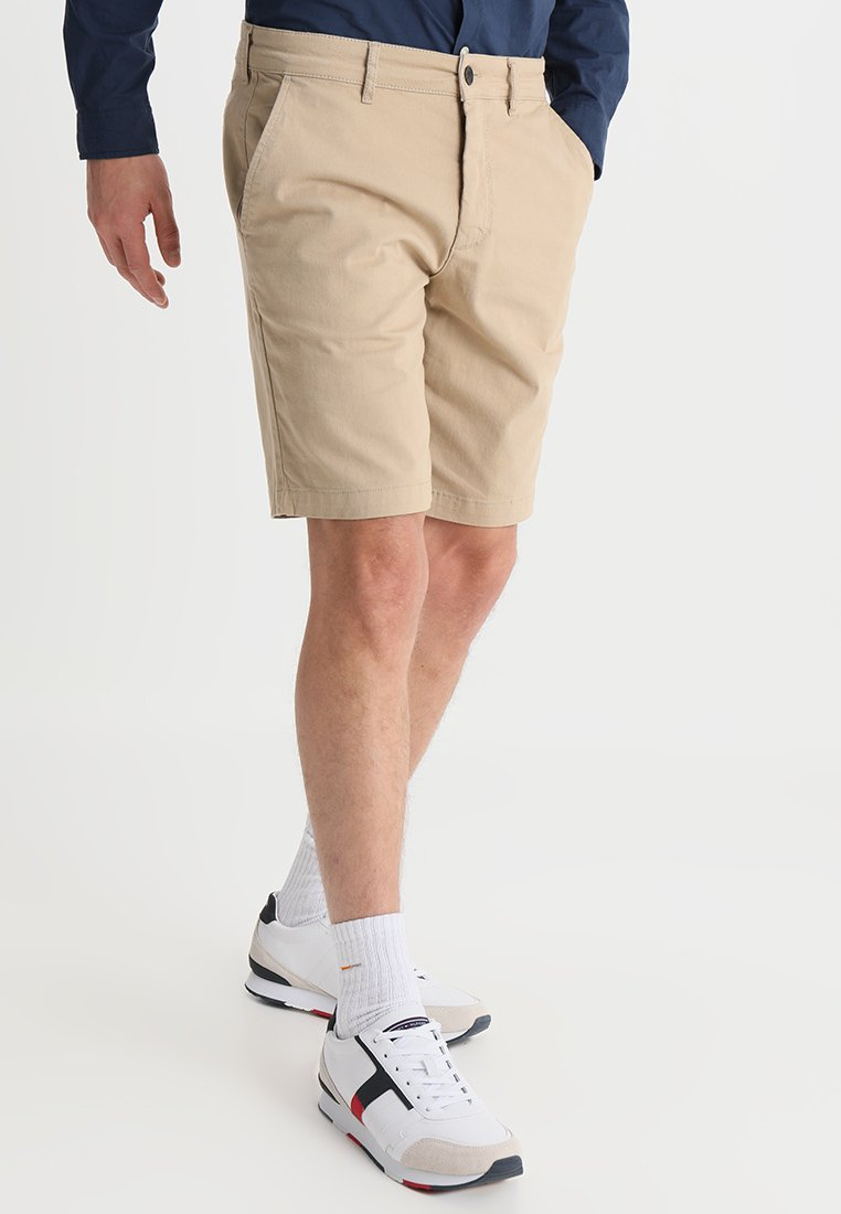 Lyle & Scott - Shorts - sand