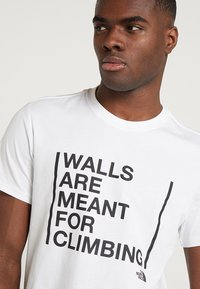 The North Face - WALLS CLIMB TEE - Triko spotiskem - white - 3