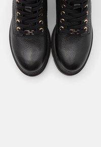 Tommy Hilfiger - RUGGED CLASSIC BOOTIE - Platform ankle boots - black - 5