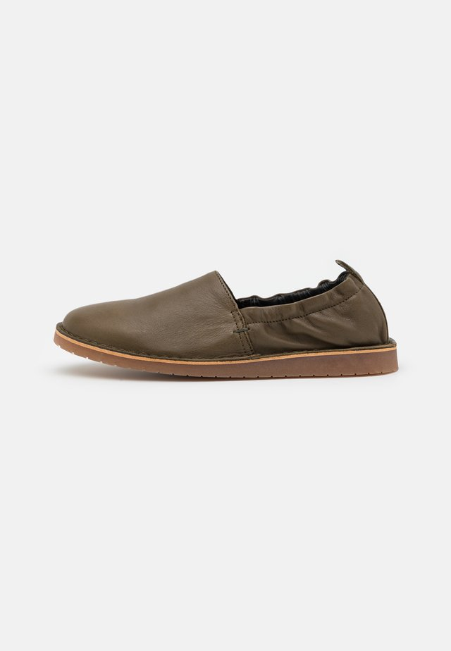 DRAKE - Loaferit/pistokkaat - olive