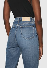 Calvin Klein - MOM - Relaxed fit jeans - mid blue - 3
