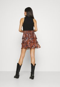 YAS - YASASTEA SKIRT - Mini skirt - brown - 2