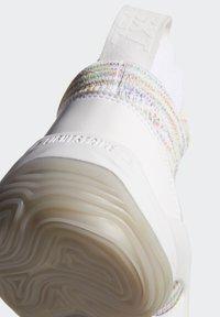 adidas Performance - N3XT L3V3L 2020 SHOES - Basketball shoes - white - 10